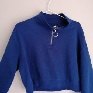 Cool tröja från h&m med halv Zip up. säljer för att det inte är min stil längre.