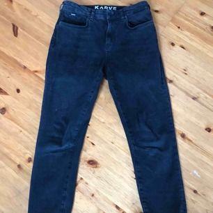 Ett par Karve jeans från Carlings. Har använt byxorna ca 3 gånger. Väldigt tighta i formen. original pris 800