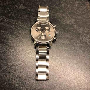Hej, säljer min Calvin Klein klocka som har i fint skick.   Nypris runt 3300, säljer nu den för 1550kr.