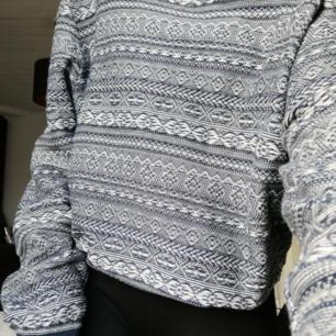 Jätte fin o mysig tröja från springfield. Är en xl men det beror på hur man vill att den ska sitta😊