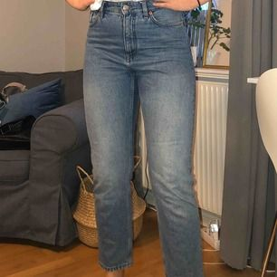 Jeans från Monki i storlek 29. Fint skick! Färgen är som på första och sista bilden