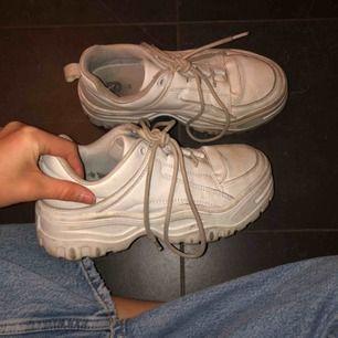 Fina skor från Gina Tricot, tvättar dem innan de skickas ifall någon vill köpa!! Köparen står för frakten