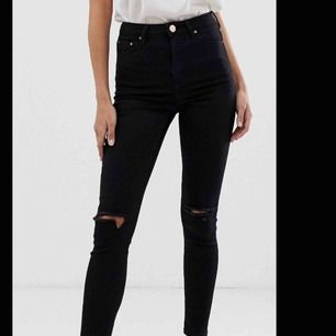 Svarta ripped jeans från Asos! Helt oanvända!