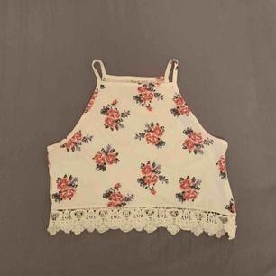 Croppat blommigt linne H&M  Jättebra skick