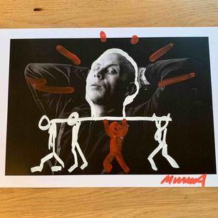 Svenska rapparen Mwuana's grafitti posters från filmningen av 'Craftmanship' videon (2019). Alla är ritade och signade av Mwuana själv, och kommer i ett eget kuvert. Bilden är 30 x 42 cm. Går att hämta på Söder. Frakt kostar 50 kr