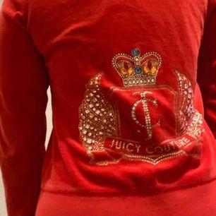 Juicy cutoure tröja köpt i London. Barnstorlek L men passar S\M.