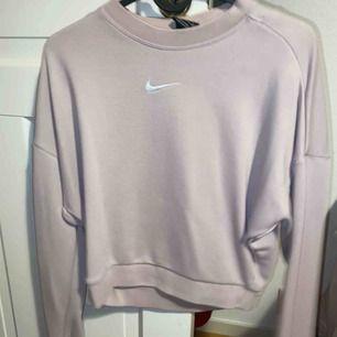 Nike träningströja, fint skick sparsamt använd :)