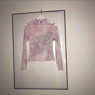 Rosa genomskinlig tröja från HM Passar en M eftersom den är så strechig