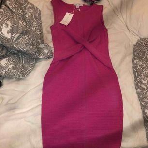 Ny klänning 👗 aldrig använd inte så fin p mig därför säljer jag den.