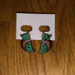 super fina örhängen !! aldrig använda, frakt tillkommer 💙