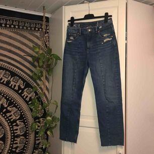Ripped jeans med modern design, som ny, köparen står för frakt