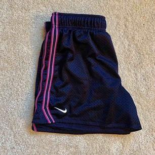 Nike shorts, köpare står för frakt! 🧚🏻♂️ OBS! Shortsen är som S!