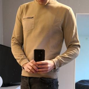 Beige/ljusbrun långärmad tröja från Brave Soul. Tröjan är i fint skick men lite