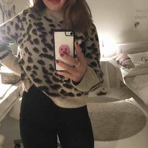 Jättefin stickad tröja från H&M! Använd få gånger så den är i nyskick! Köparen står för frakt!