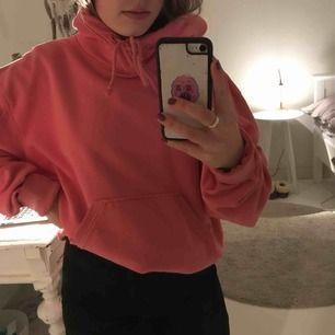 Rosa hoodie från Weekday! Ganska stor i storleken! Köparen står för frakt💜