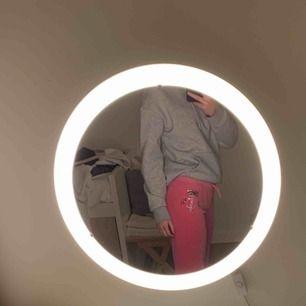 Säljer ett par rosa Juicy Couture byxor i bra skick. I storlek 14 vilket är ungefär som XS