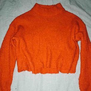 Superfin stickad tröja från H&M! Tröjan är röd och i superbra skick.