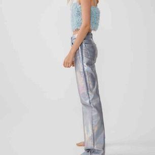 Eftertraktade zara jeans i storlek 32, men skulle säga passar en 34 också. De är i nyskick då de endast är använda två gånger. De är verkligen hur balla som helst!  Skriv bud!