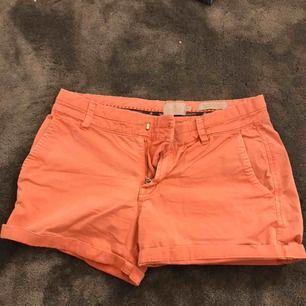 Korall färgade shorts ifrån Morris. Köparen står för frakt!