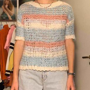 Stickad tröja inköpt från sellpy. Möts upp i Stockholms innerstad/Södermalm. Kan även frakta, köparen står för kostnaden.