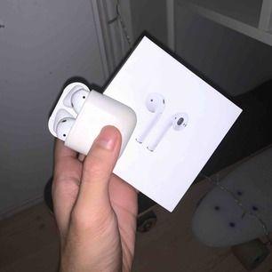Apple AirPods Bra skick, ingen problem med den Säljer för fick en ny