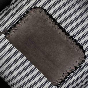 Plånbok med silvrig/metall kedja till detalj från WERA (köpt på Åhléns). Använd max 2 gånger.