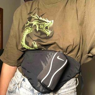 Nikeväska inköpt på humana. Möts upp på Södermalm eller fraktar, vid frakt står köparen för kostnaden 💞