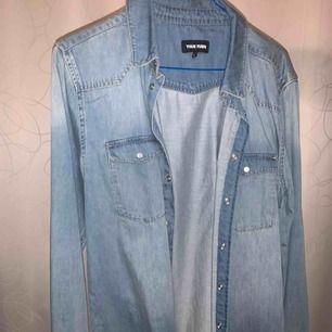 En nästintill ny jeansskjorta! Frakt tillkommer
