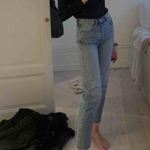 Levis liknande avklippta jeans från &Other Stories✨