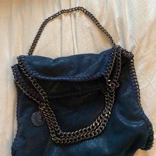 Stella McCartney liknande väska, ser äkta ut, säljer pga använder inte, bra skick.