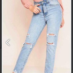 Snygga slitna jeans från missy empire!! Helt oanvända pga är för stora för mig! Frakt tillkommer