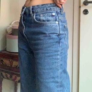 "Jeans från weekday i modellen ""Voyage""!!! 🦋🦋🦋 Storlek 26/30"