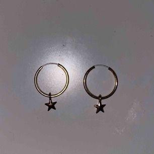 Fina guld örhängen med stjärnor, aldrig använt de pga att jag gillar silver mer, skriv om du har några frågor eller så