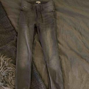 Oanvända jeans från riverisland  Köpare står för frakt annars kan jag mötas upp i Stockholm😊
