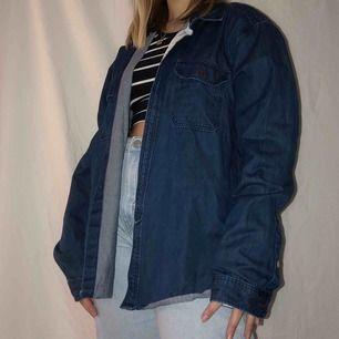 Snygg jeansskjorta/jacka Onesize  Köpt för 699kr Kan posta för fraktkostnad