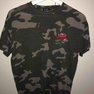 Söt men ball T-shirt från Bershka. Köpt för ca ett år sen men knappt använd nånting så fortfarande toppenskick!