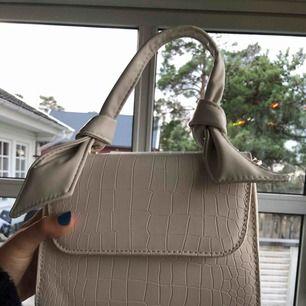 Säljer denna väska. Helt oanvänd