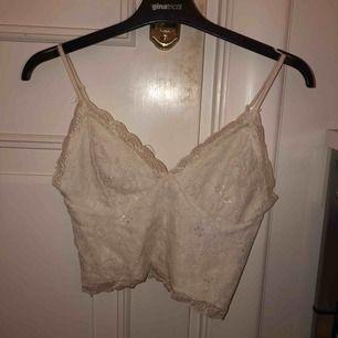 Jättefint linne ifrån Bikbok. Säljer då det är för litet för mig. Köpare står för frakt.