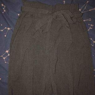Cute grå byxor från hm
