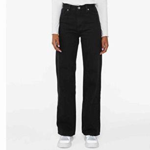 Yoko ultra black strl 29. Hög midja och vida ben. Säljes pga fel storlek - Knappt använda.