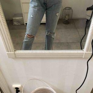 Ännu ett år Levis jeans med hål på knäna, för stora för mig i midjan men verkligen så snygga!