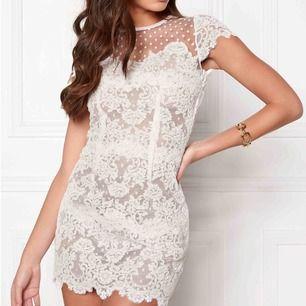 """Säljer min underbara klänning från Ida Sjöstedt i modellen """"Paris dress"""". Använd en gång under studenten för fem år sedan. Nyskick. Storlek XS. Perfekt till studenten eller sommaravslutning!"""