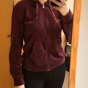 Jättefin och mjuk tröja från Gina Tricot som aldrig kommer till användning, kan mötas i Stockholm eller skicka