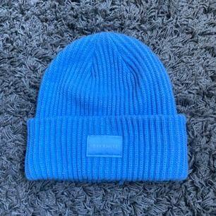 En fin blå mössa från H&M!🤪 fint skick. 50kr+frakt🥰