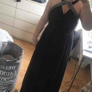 säljer min balklänning som endast är använd 1 gång!