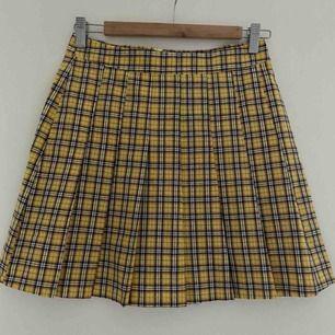 Söt kjol från Boohoo, möts upp i Göteborg eller skickar mot att köparen betalar frakt!
