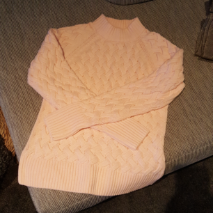Ljusrosa flätad tröja strl xs knappt använd