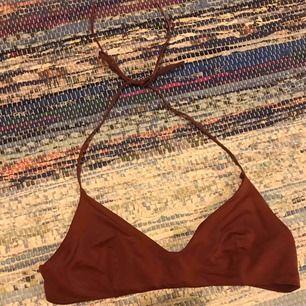 Vinröd bikiniöverdel från weekday! Frakt tillkommer✨