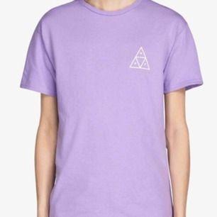 T-shirt från HUF (rea gäller ej) startbud på 100💖 det är bara att höra av dig om du undrar över något💖 pris kan diskuteras