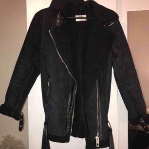 Cool biker jacka i svart färg 💕 Frakt: 115:-